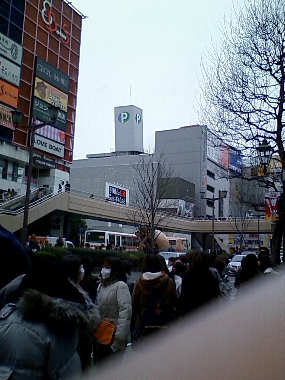 仙台駅前の路上2