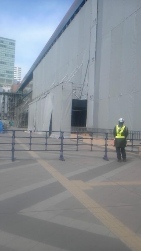 2011年3月24日13時54分仙台駅、建物自体を工事していた
