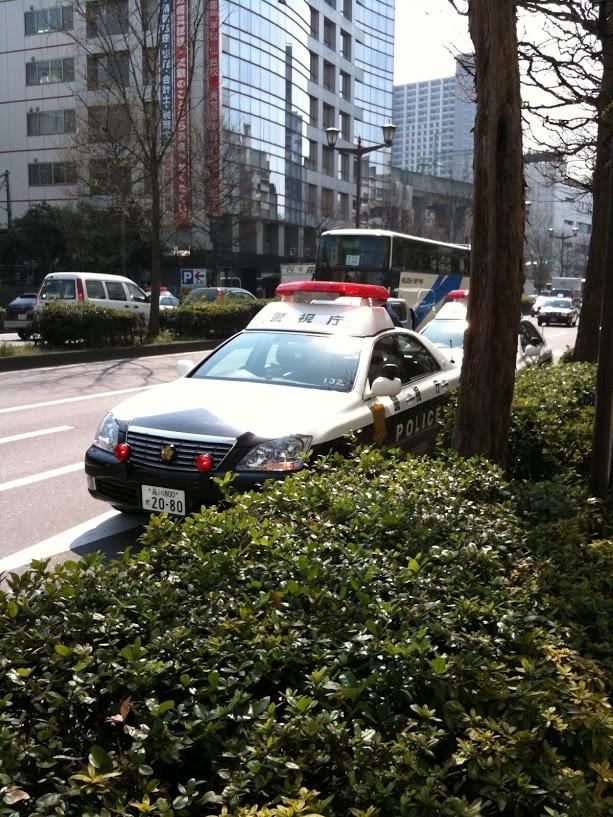 警視庁のパトカーや応援車輛が走る仙台市内