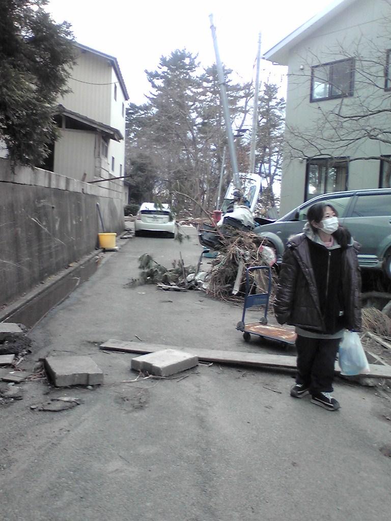 「老莱子の家」東側の道