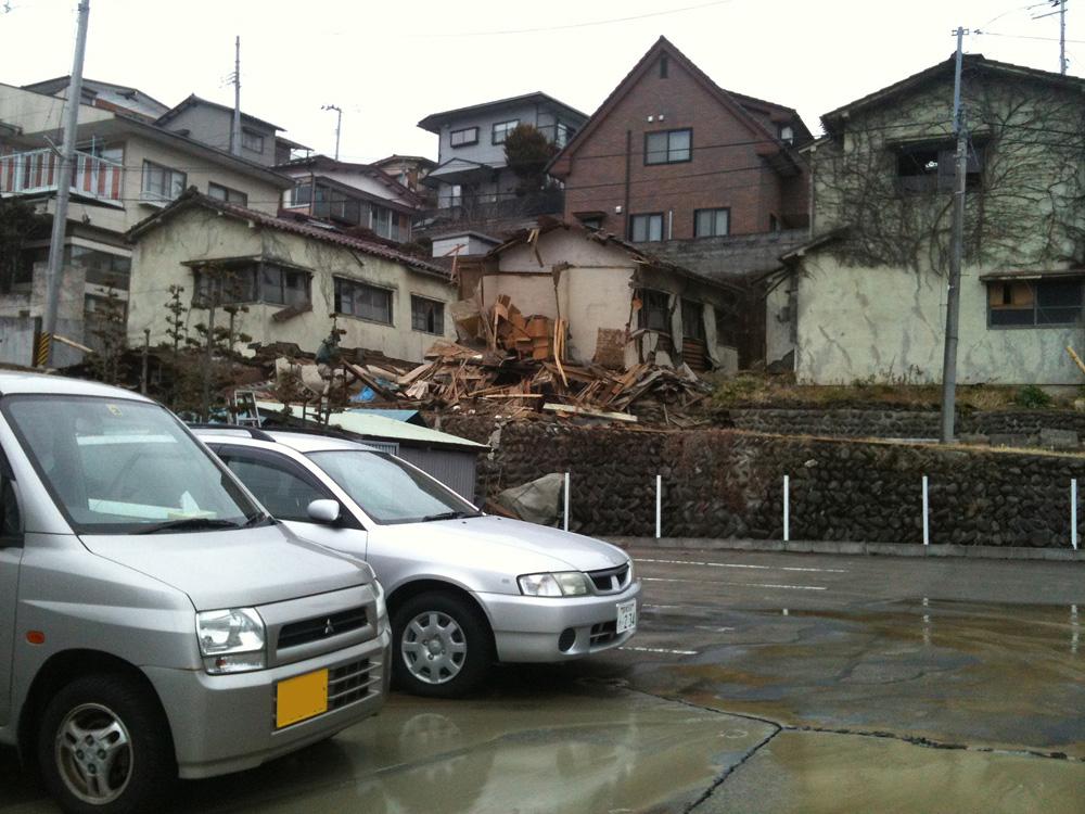 歩いている途中はこんなに酷い地震だという感覚がなかっ...