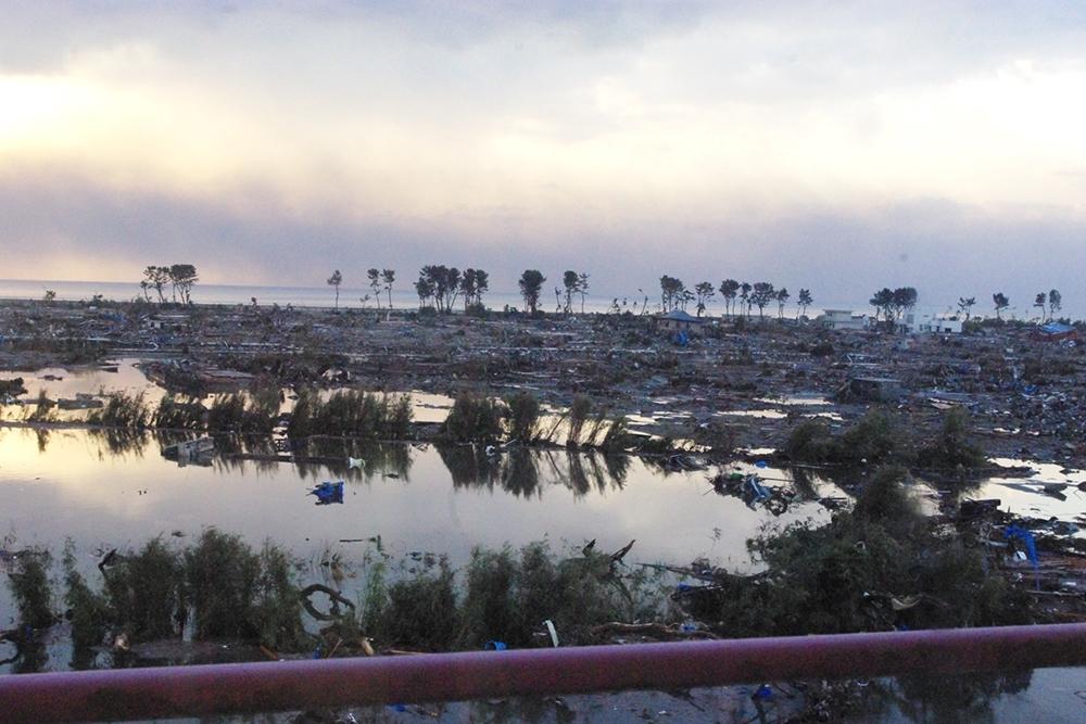仙台市立荒浜小学校定点観測写真11〈校舎から東の海岸...