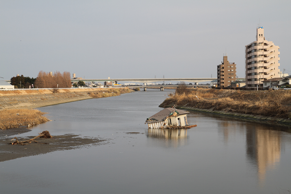 七北田川まで流されてきた家