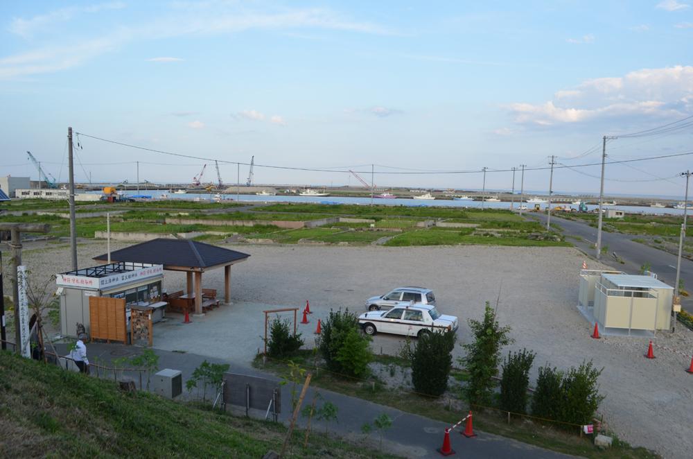 日和山の上から閖上港を望む