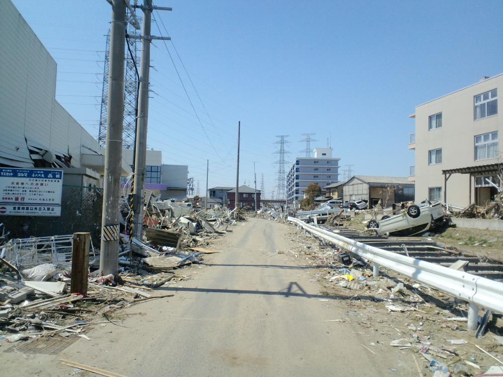 多賀城市町前2丁目の道路の様子(2011年4月)