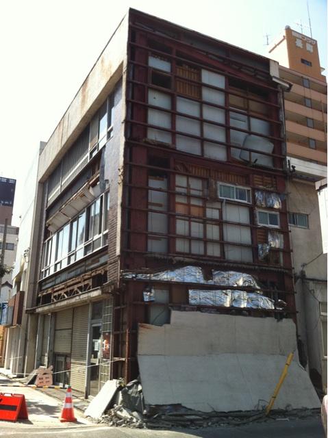 2011年3月13日愛宕橋から舟丁方面へ行ったところの建物