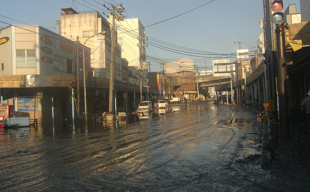 JR本塩釜駅周辺、浸水した商店街