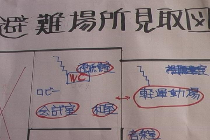 掲示板に張り出された紙「避難所見取り図」