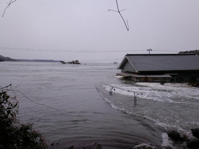 南三陸町歌津字寄木 津波到来2日前とその後
