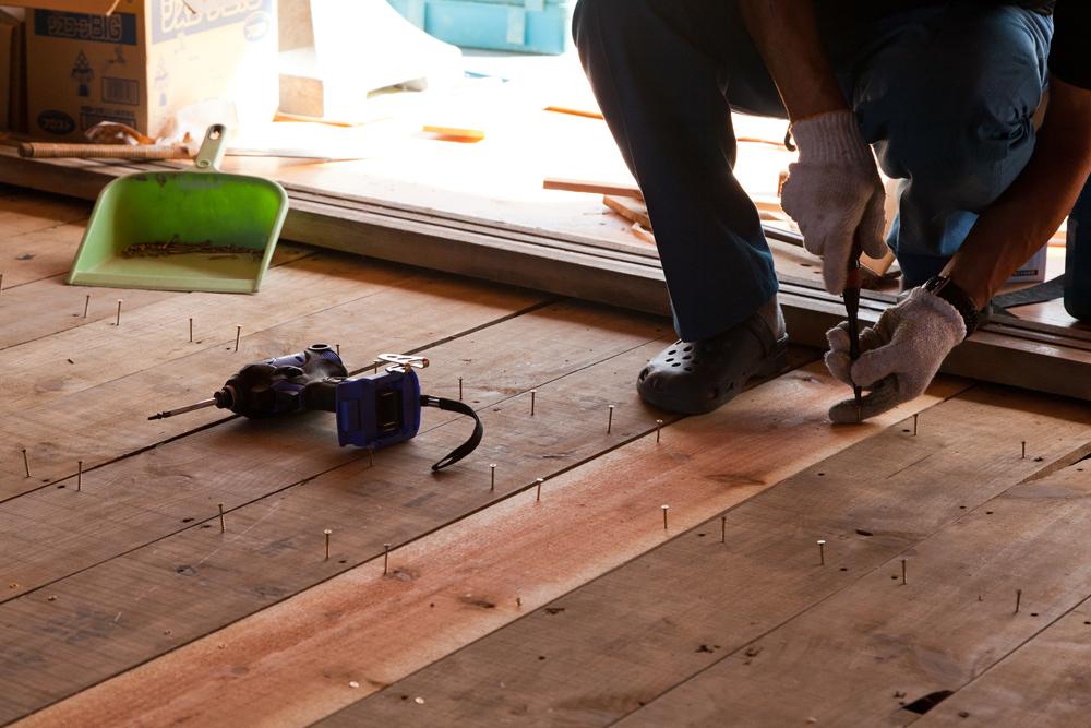 床板を貼り直す