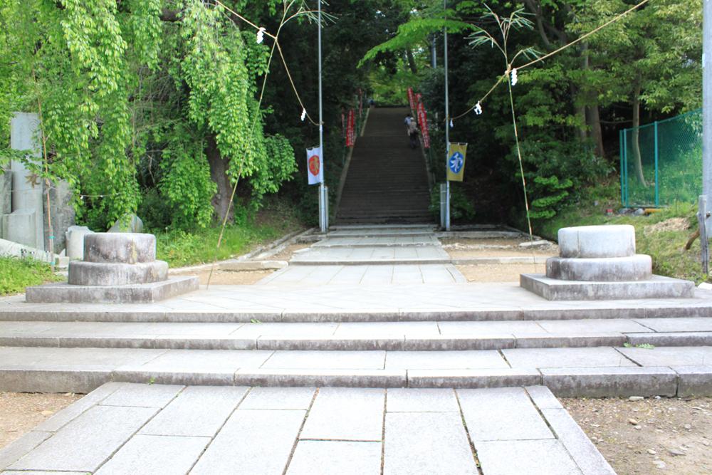 青葉神社境内入口