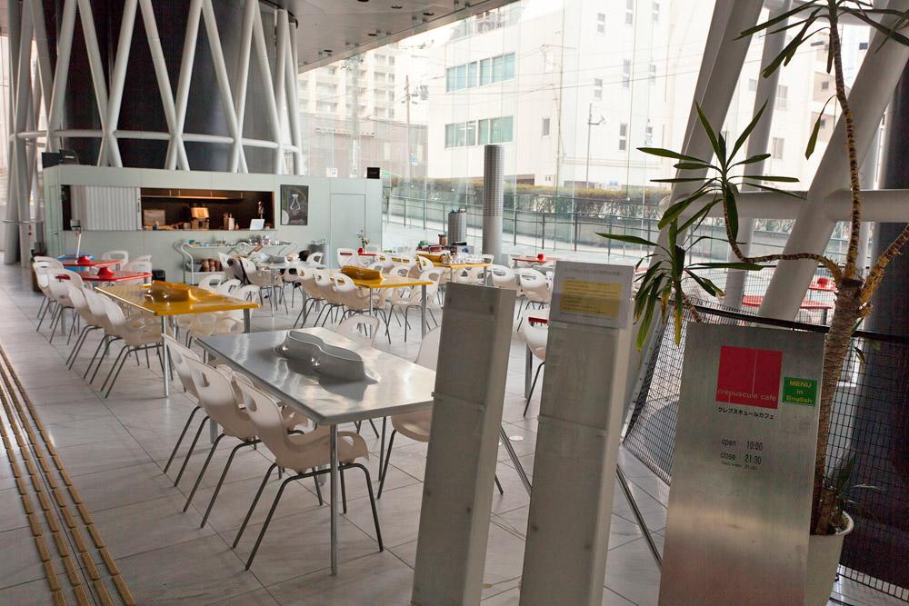 1階オープンスクエア、カフェスペース