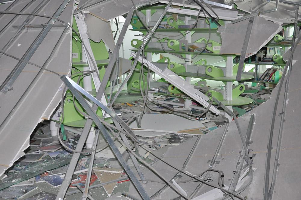 天井の落下により破損の激しかった7階南面