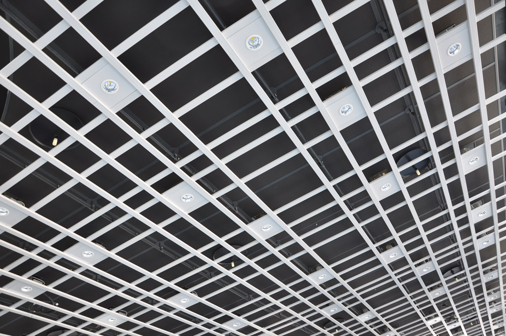 板状から格子状に変わった天井