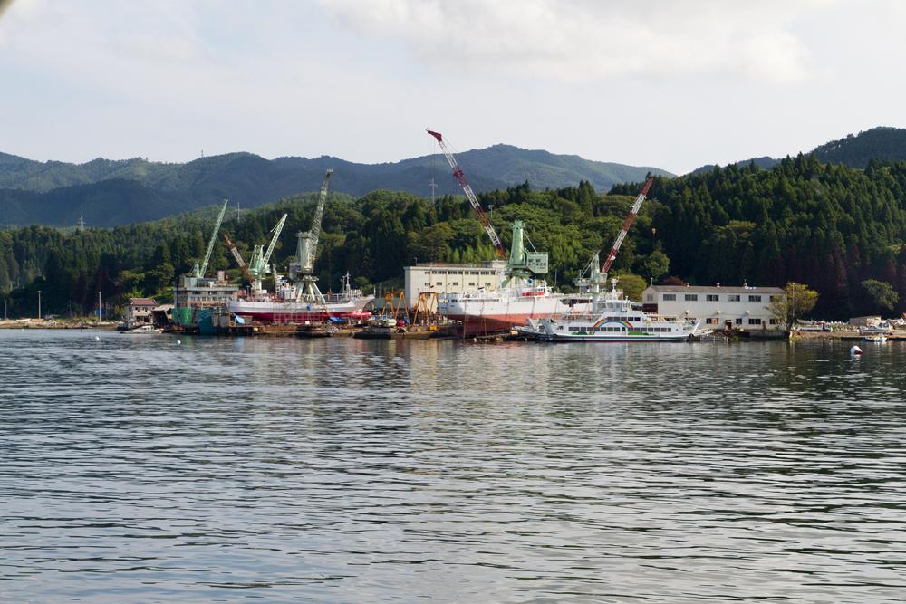造船鉄工所での船の修繕と建造中
