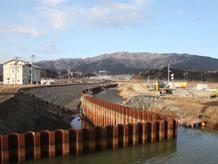 陸前高田定点観測写真02〈セルフオカモト横の川〉