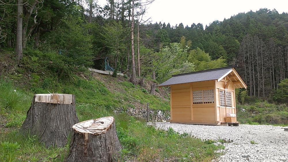 新築された新山神社