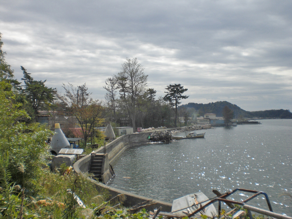 「創る村」の前の松島湾