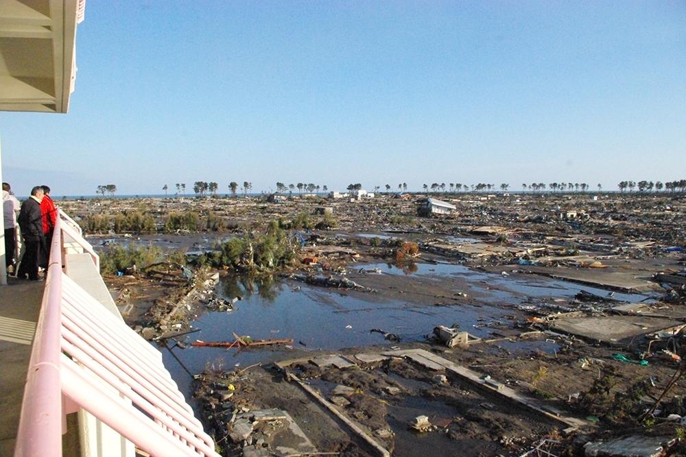 仙台市立荒浜小学校定点観測写真12〈校舎から東の海岸...
