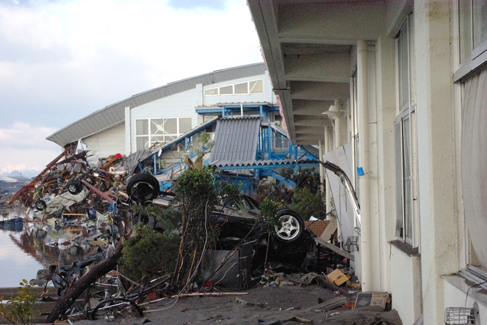 仙台市立荒浜小学校定点観測写真01〈外廊下から体育館...