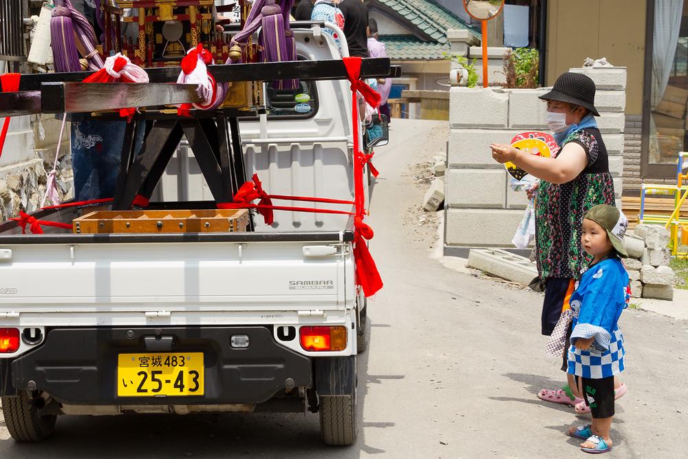 石巻市小渕浜:五十鈴神社御祭典・その二、町を行く