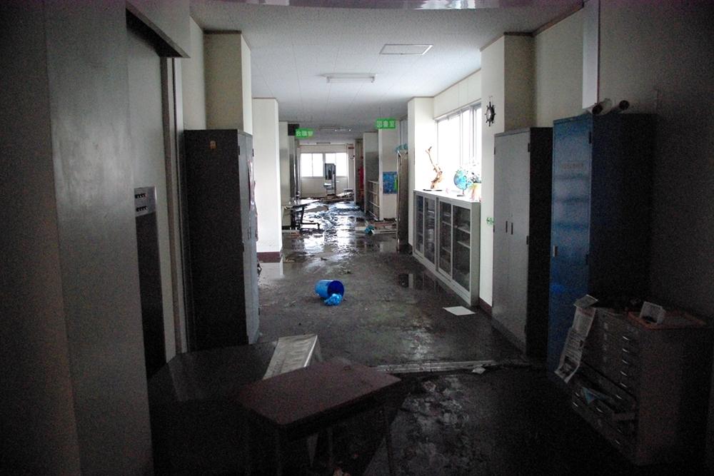 仙台市立荒浜小学校定点観測写真03〈1階廊下〉