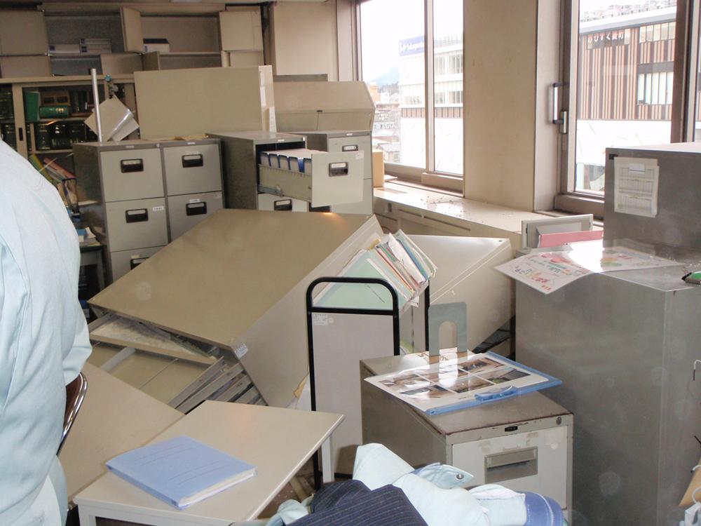 地震直後の職場内
