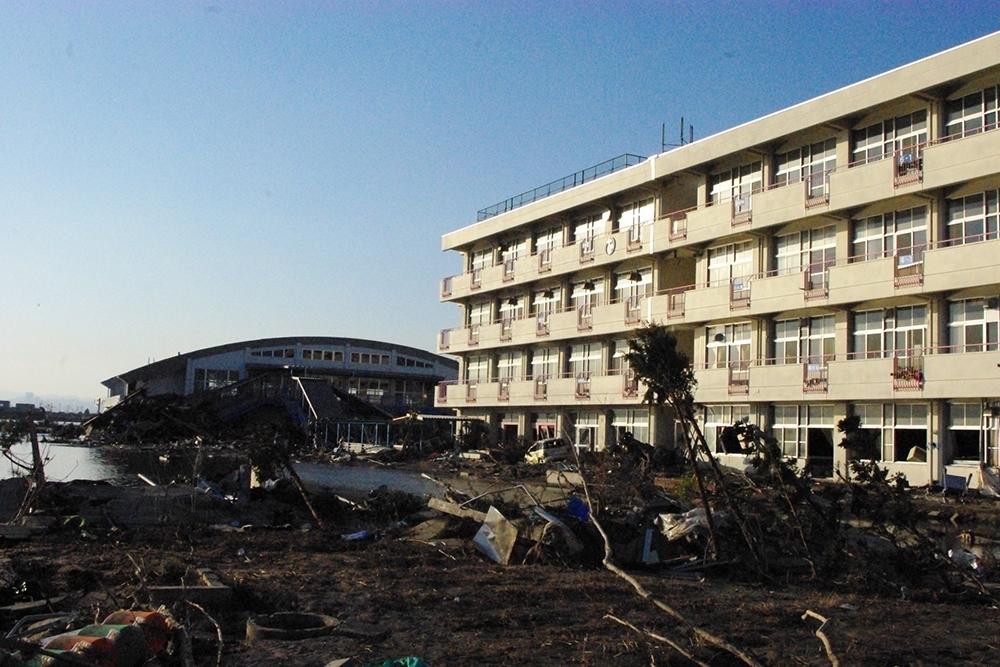 仙台市立荒浜小学校定点観測写真19〈校舎と体育館〉